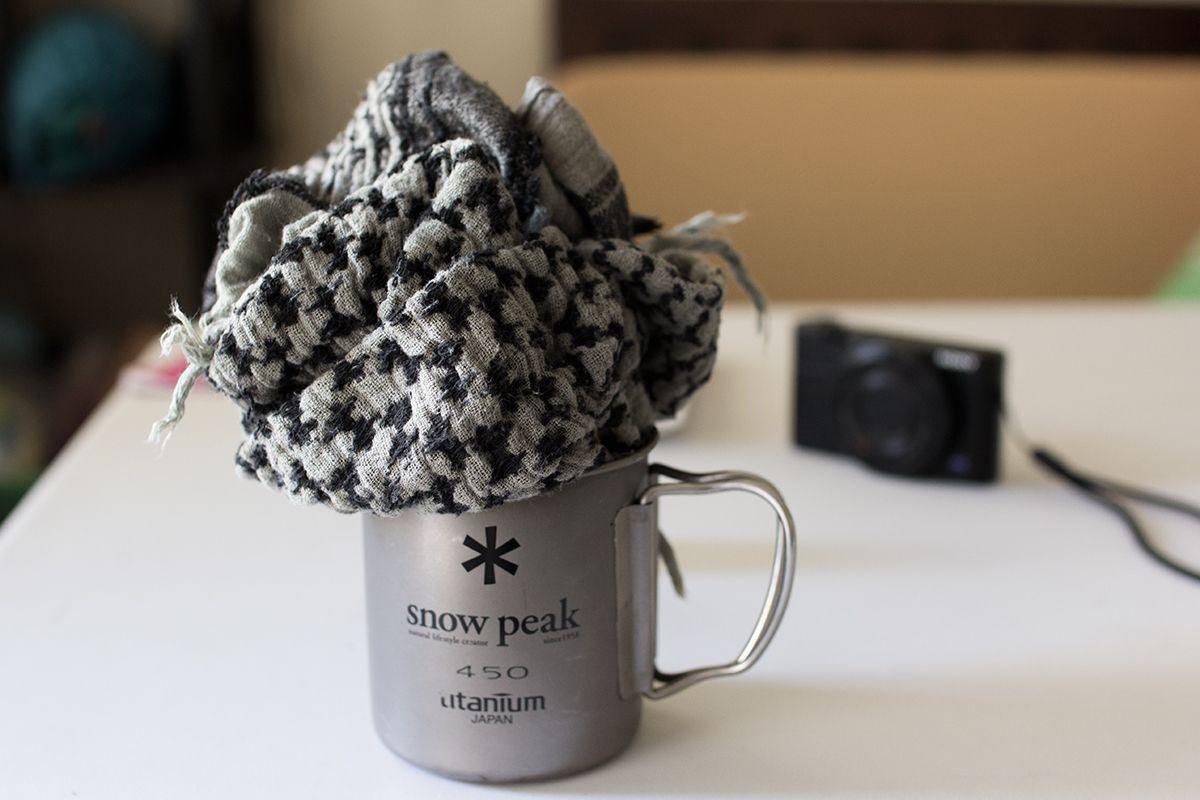 Snow Peak製チタンシングルマグにシュマグを突っ込む